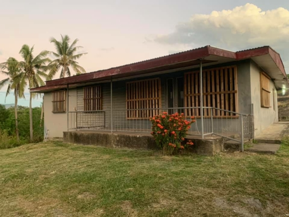 3 bedroom Farm House - House on its Own Image count(title)%